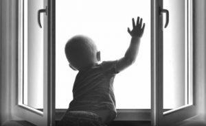 ребенок окно